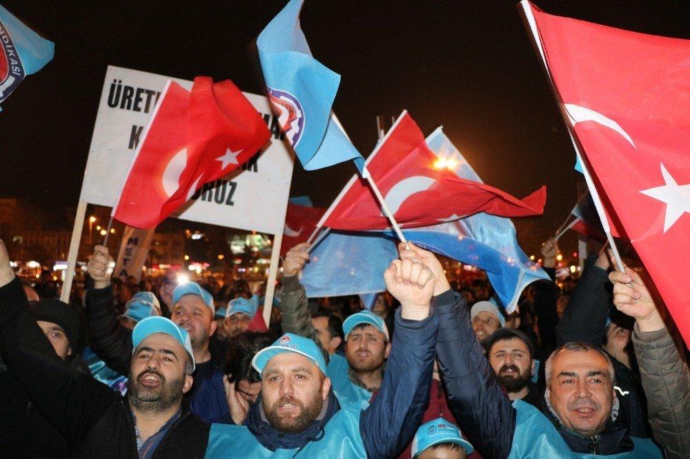 Sakarya'da Türk Metal Sendikası'na Bağlı İşçiler Eylem Yaptı